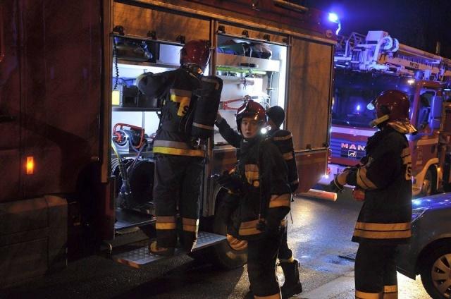 Mieszkańcy poczuli spaleniznę - interweniowała straż pożarna (fot. P. Janas, Jaslonet.pl)