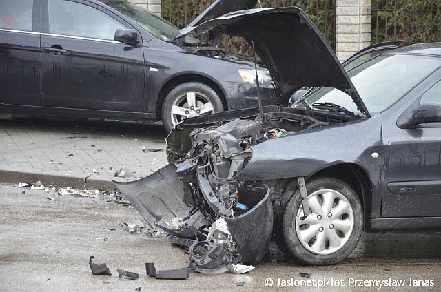 Zderzenie samochodów. Pięć osób w szpitalu
