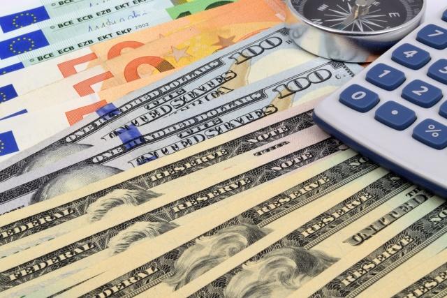 Internetowa giełda wymiany walut – dlaczego warto skorzystać?