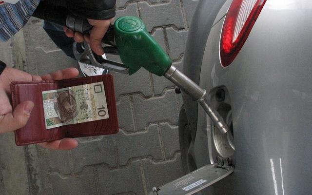 Niewykluczone, że nową opłatę emisyjną sfinansują kierowcy. Fot. Wit Hadło