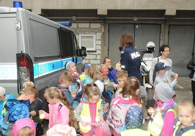 Przedszkolaki z wizytą u jasielskich policjantów