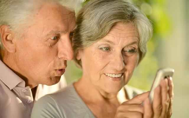 73 osoby, które ukończyły 100 lat, otrzymują z ZUS tzw. honorowe świadczenie. Według Urzędu Skarbowego w Rzeszowie, w regionie żyje 180 osób (stan na 31 12.2017) w wieku 100 lat i więcej.